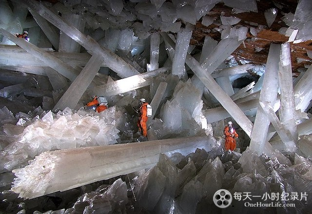 Into-the-Crystal-Caves3.jpg